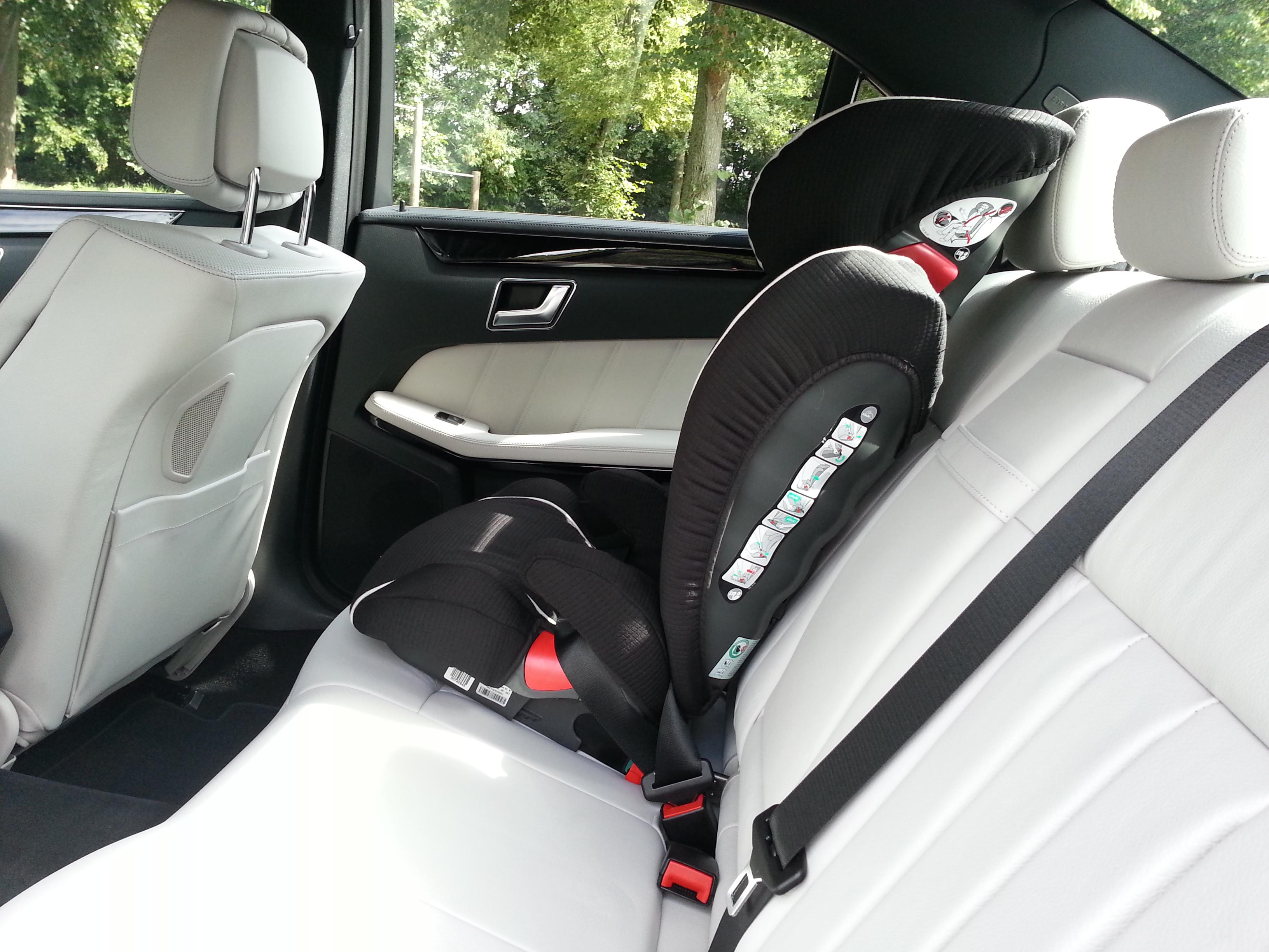 Mercedes-Benz E 300 BlueTec Hybrid Kindersitz