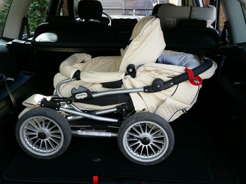 Ford S-MAX Titanium (2014) Kinderwagen im Kofferraum