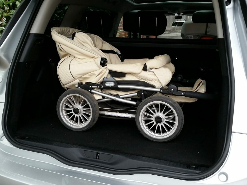 Citroën Grand C4 Picasso (2014) Kinderwagen im Kofferraum
