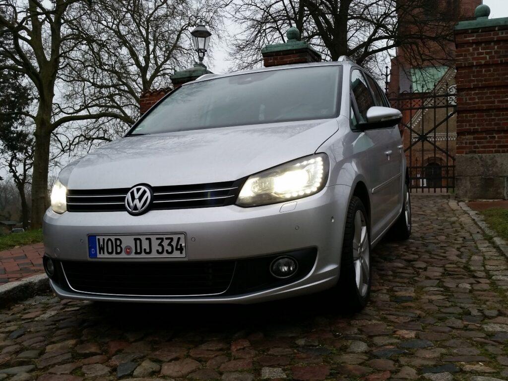 VW Touran TDI (2015) Front