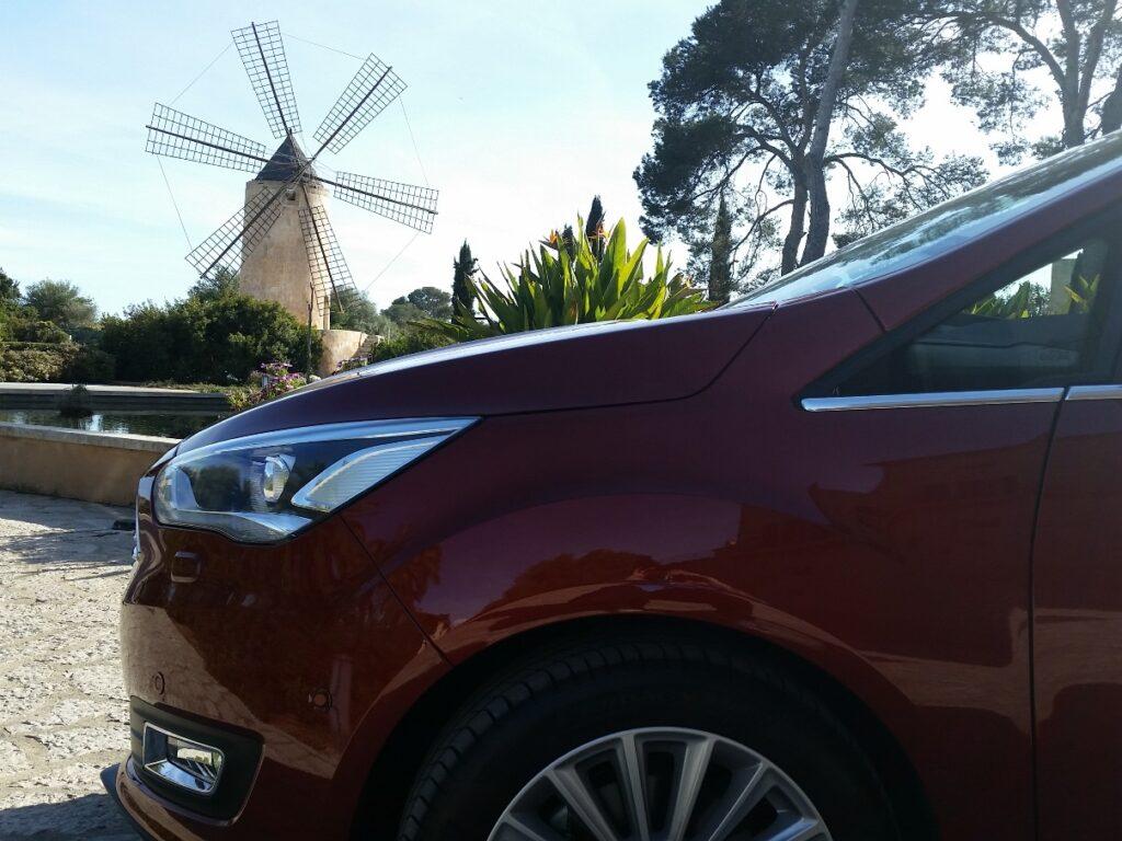 Ford C-Max (2015) bei Testfahrten auf Mallorca