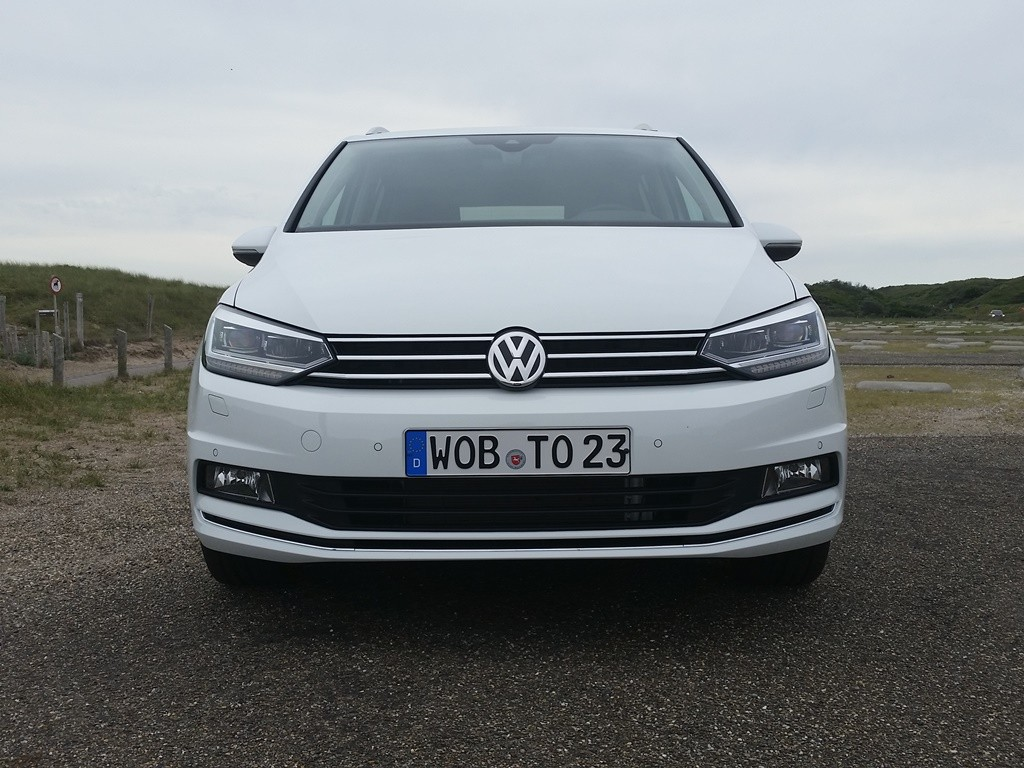 VW Touran (2015) Front
