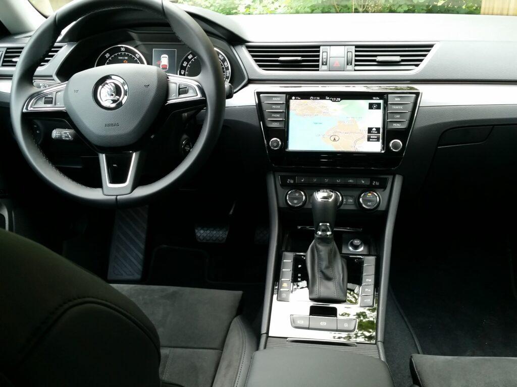 Škoda Superb Combi (2015) Cockpit
