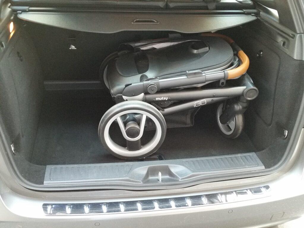 Mutsy iGO im Kofferraum