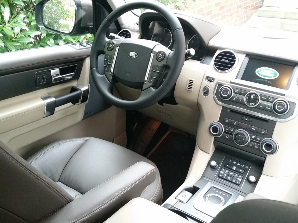 Land Rover Discovery (2016) Cockpit