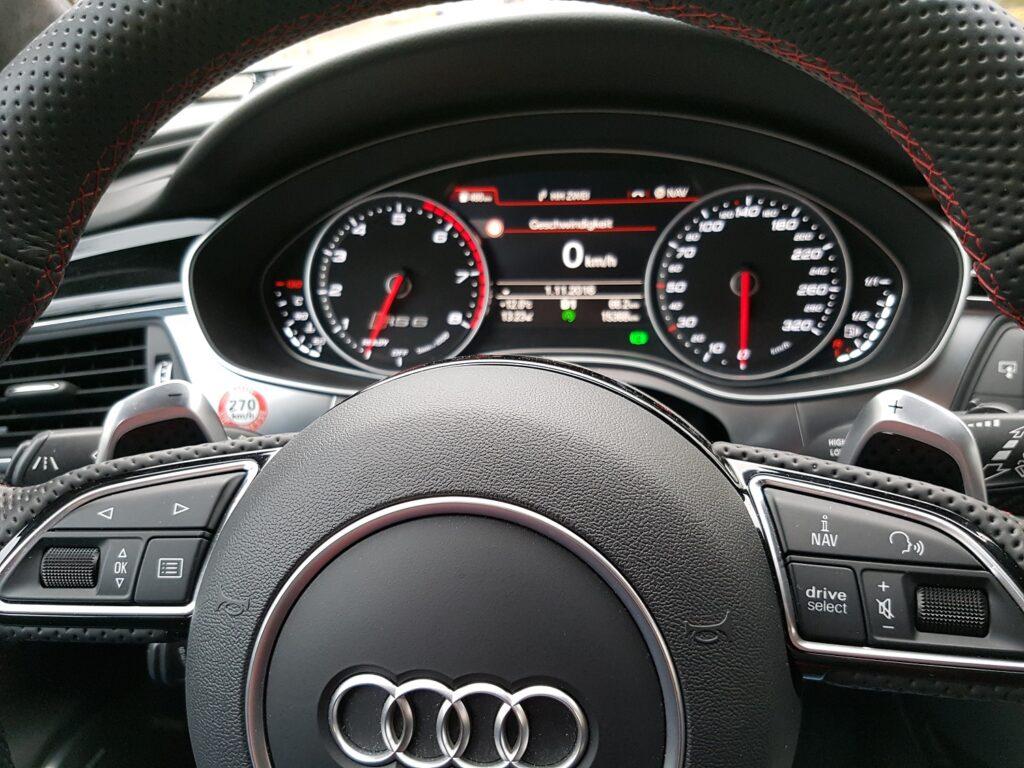 Audi RS 6 performance Armatur