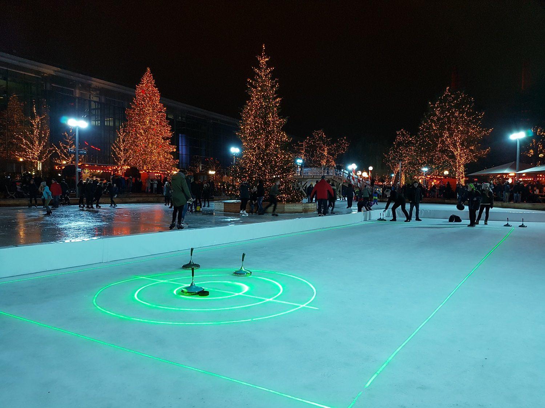 Autostadt Wolfsburg Winterwelt Eisstockschießen