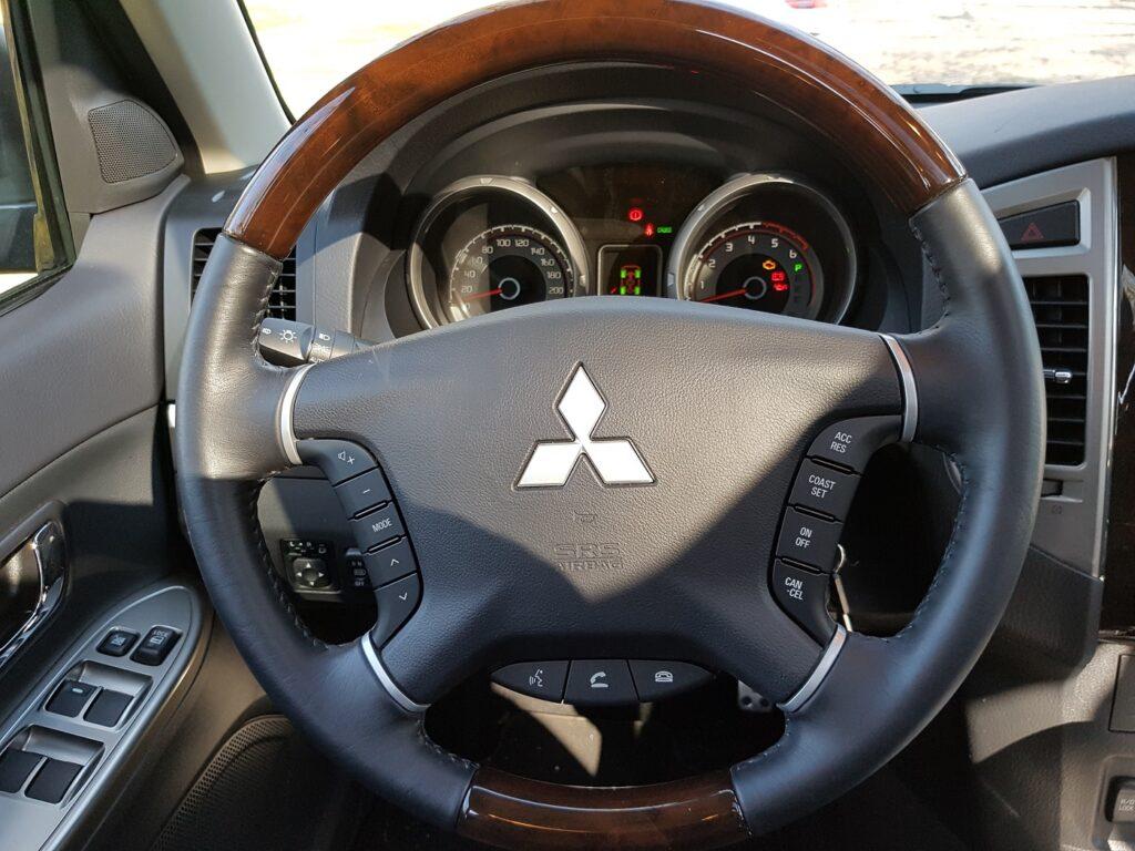 Mitsubishi Pajero Lenkrad