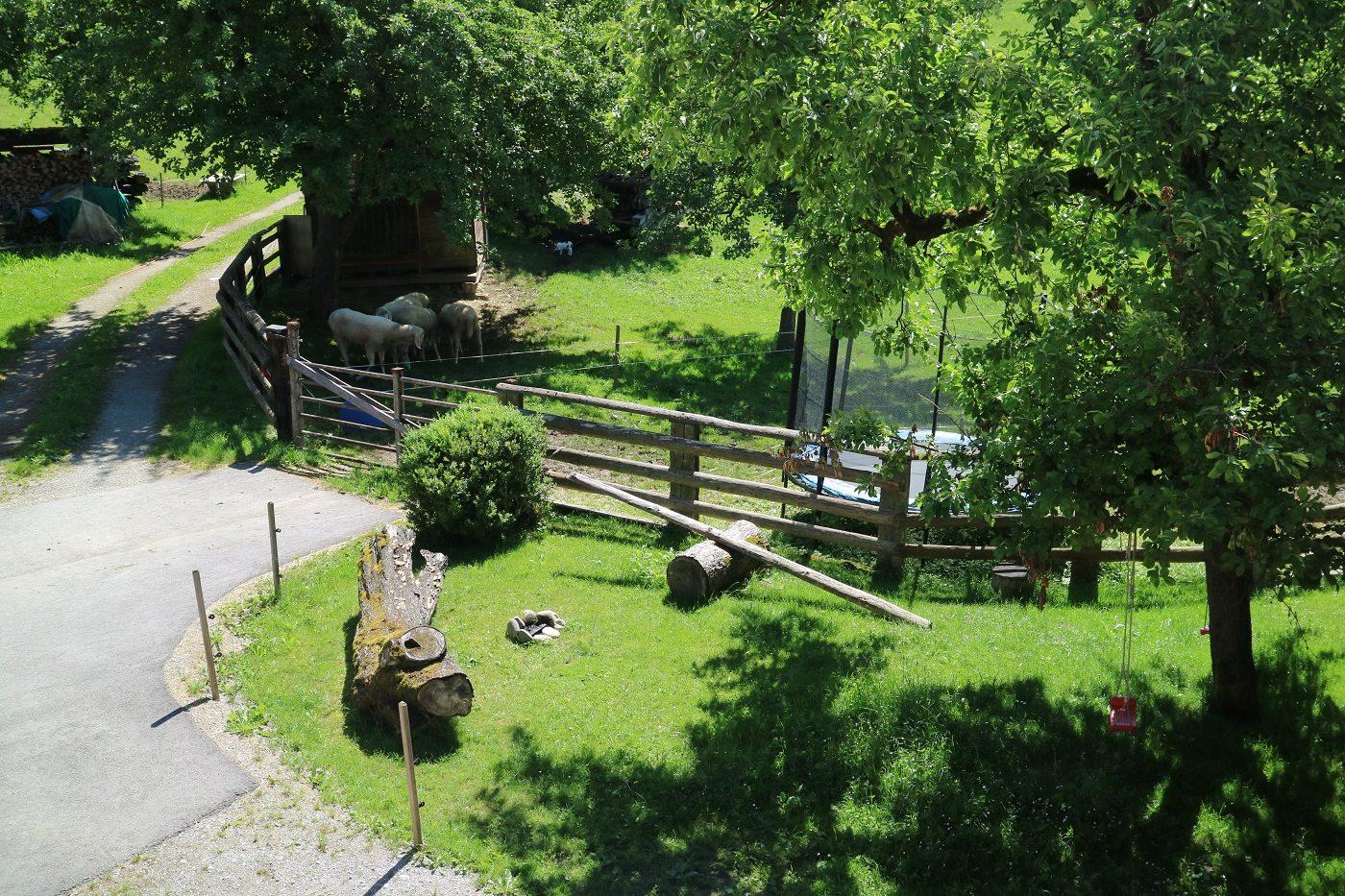 Bio-Bauernhof Einberghof Spielplatz