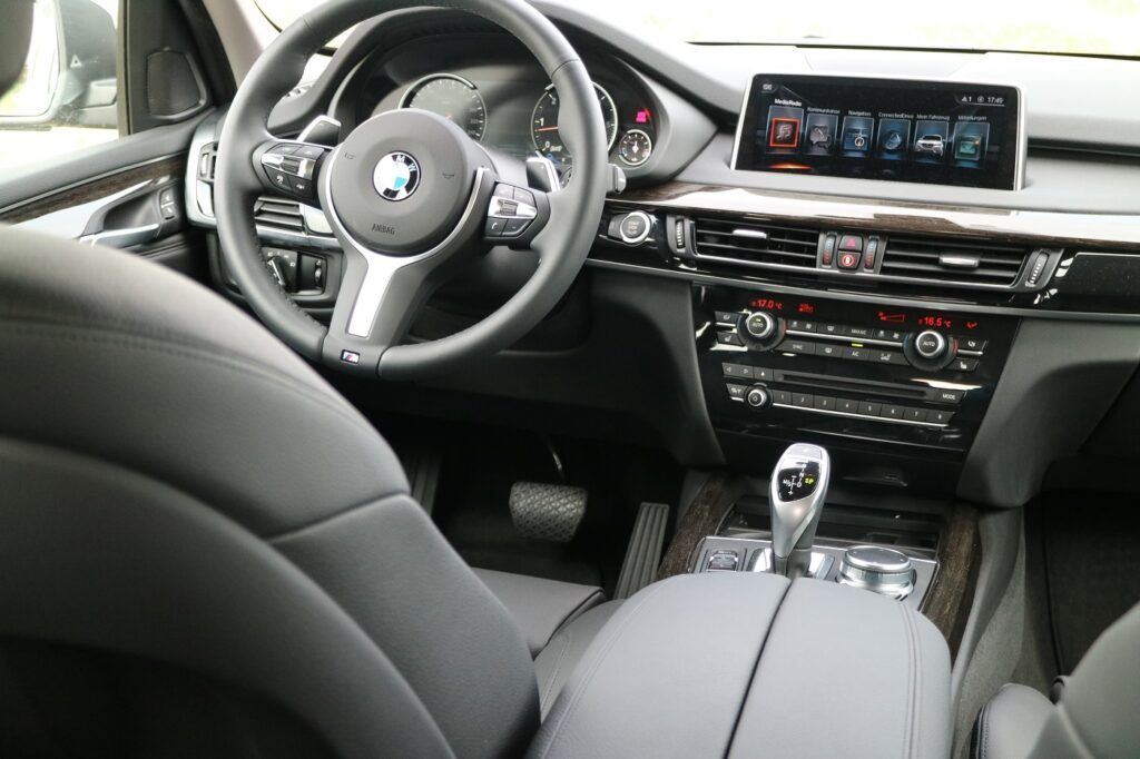 BMW X5 Familienauto Fahrersitz