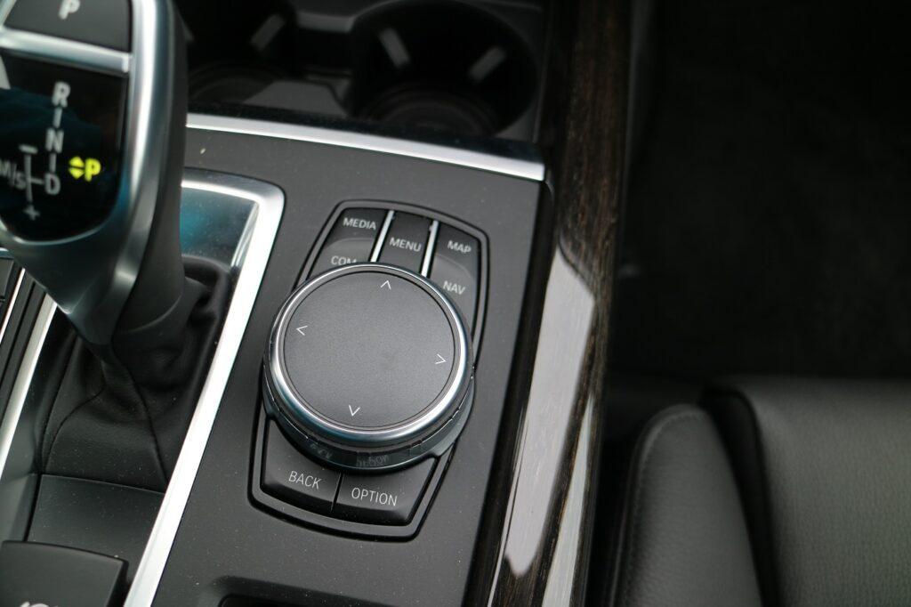 BMW X5 Familienauto Touchpad