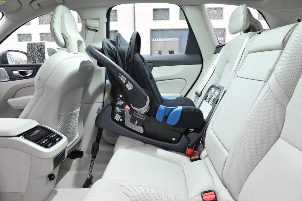 Volvo_XC60_2017_299