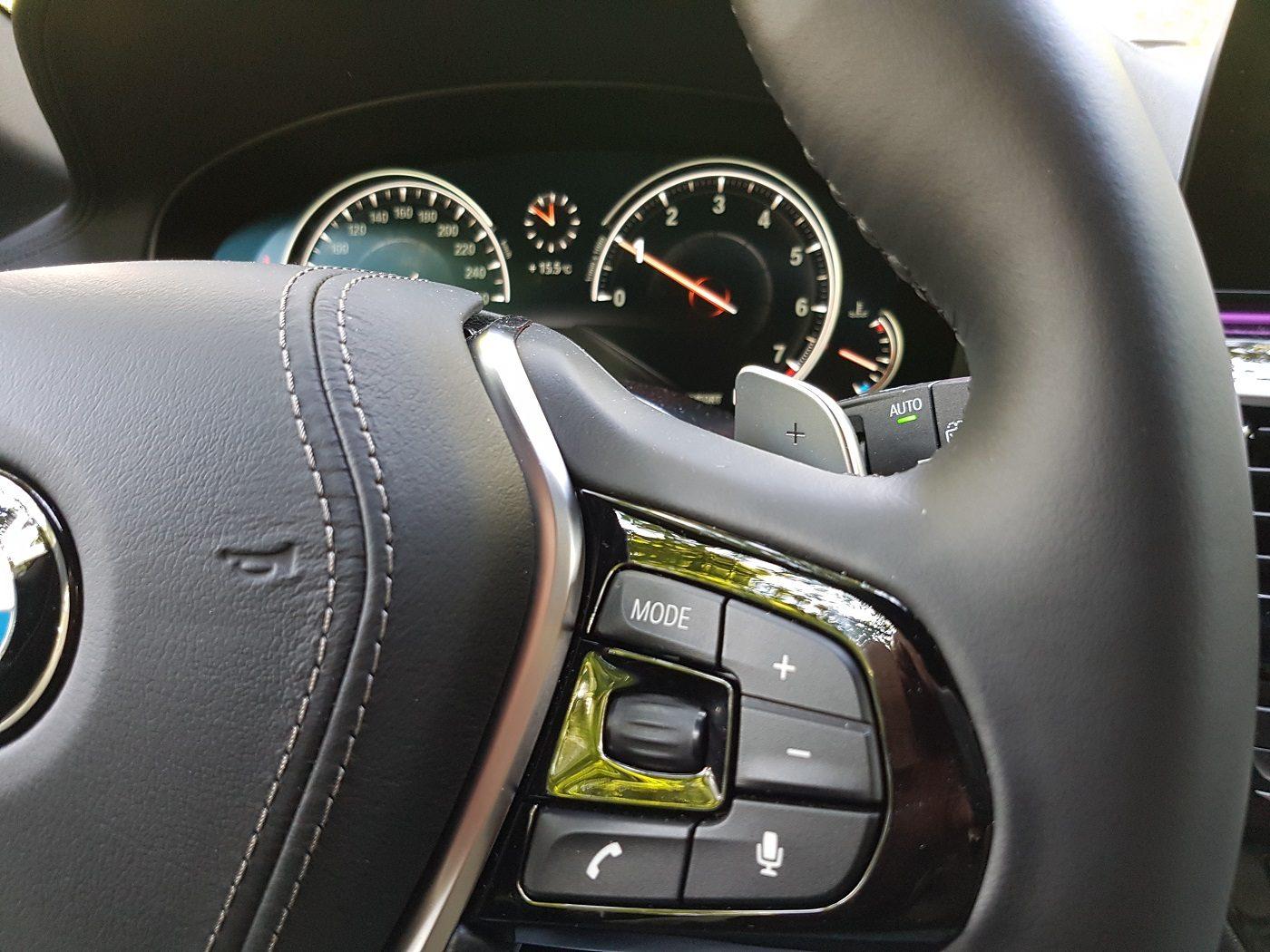 BMW 530i Touring Familienauto Lenkrad