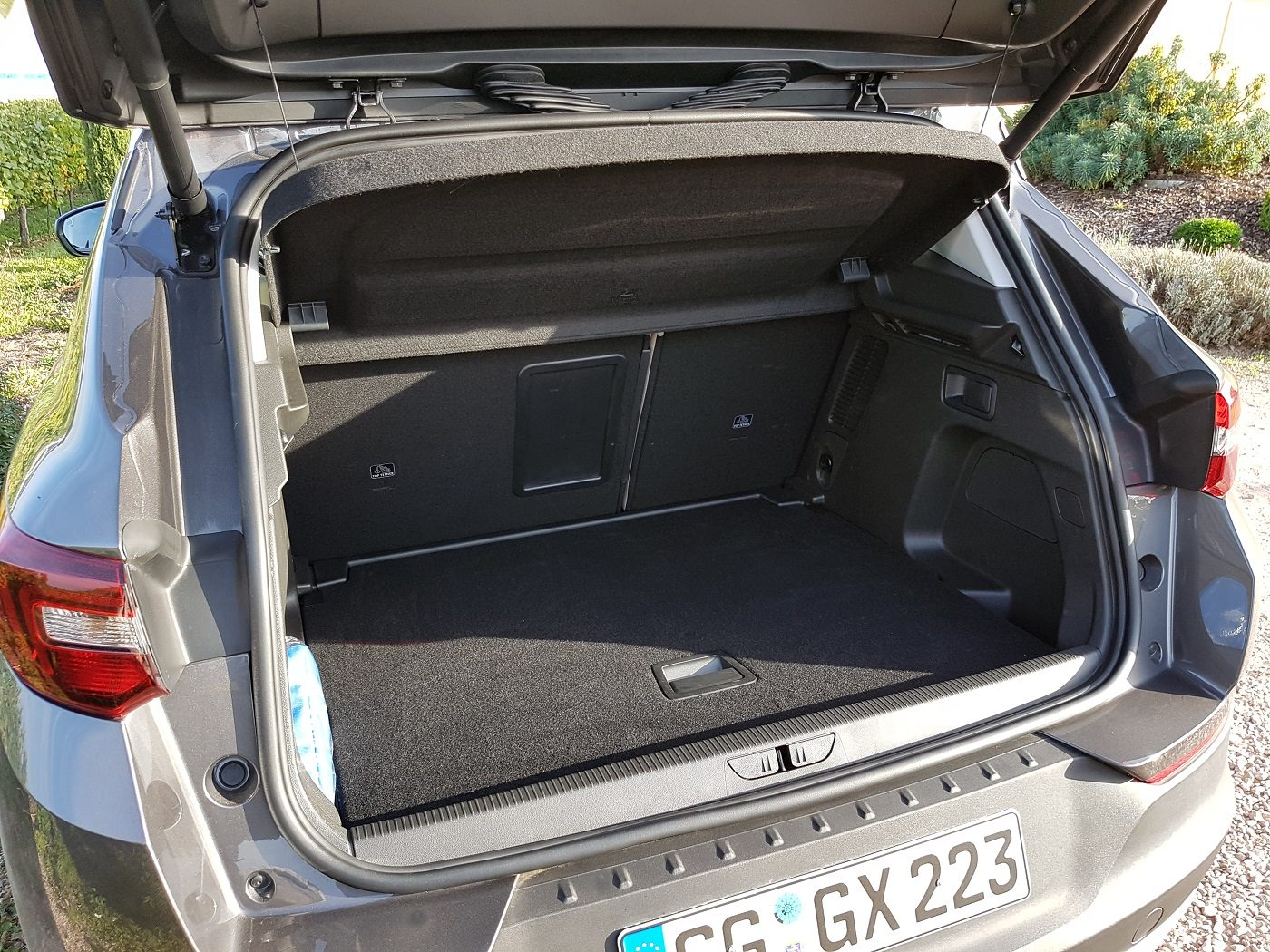 kompaktes suv im family check der opel grandland x. Black Bedroom Furniture Sets. Home Design Ideas