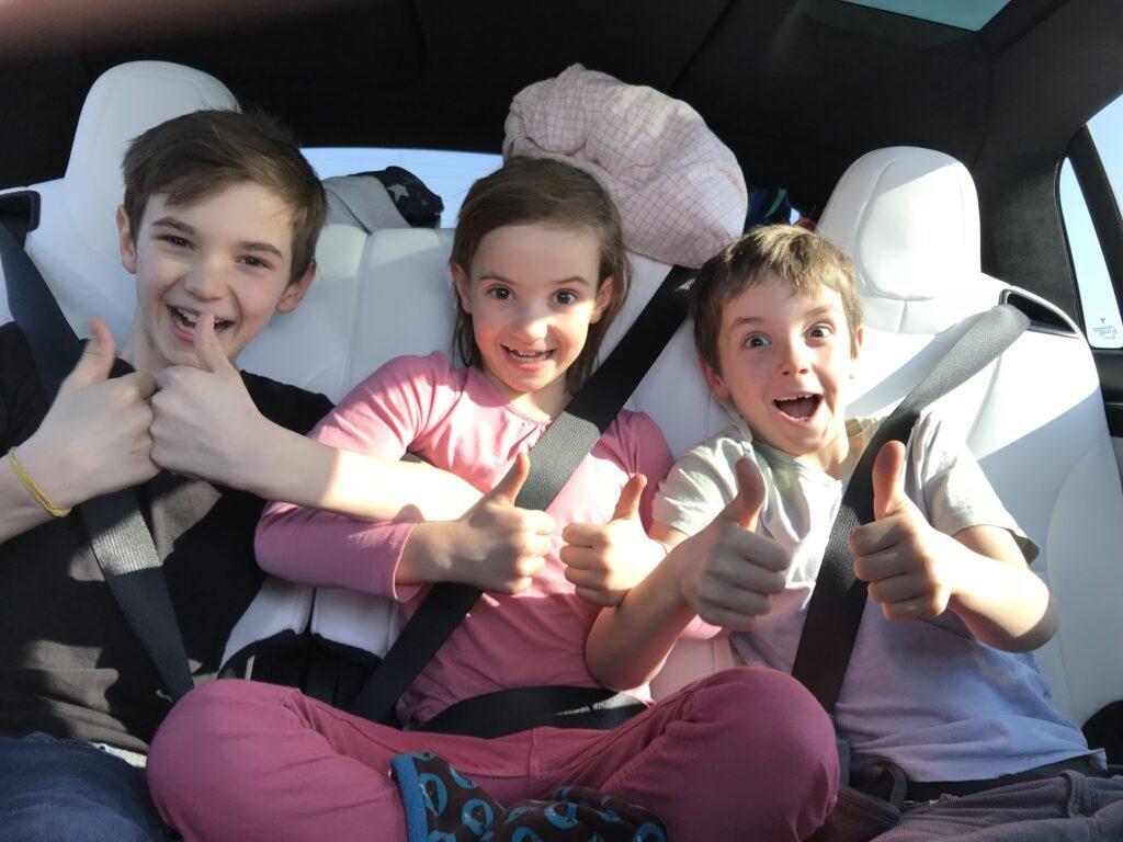 Auch die Kinder mögen das Tesla X Model 100 D