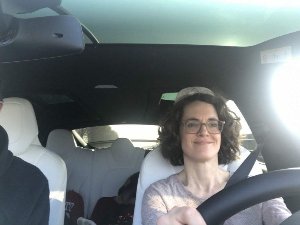 Gastautorin Anna Schütz im Tesla X Model 100 D