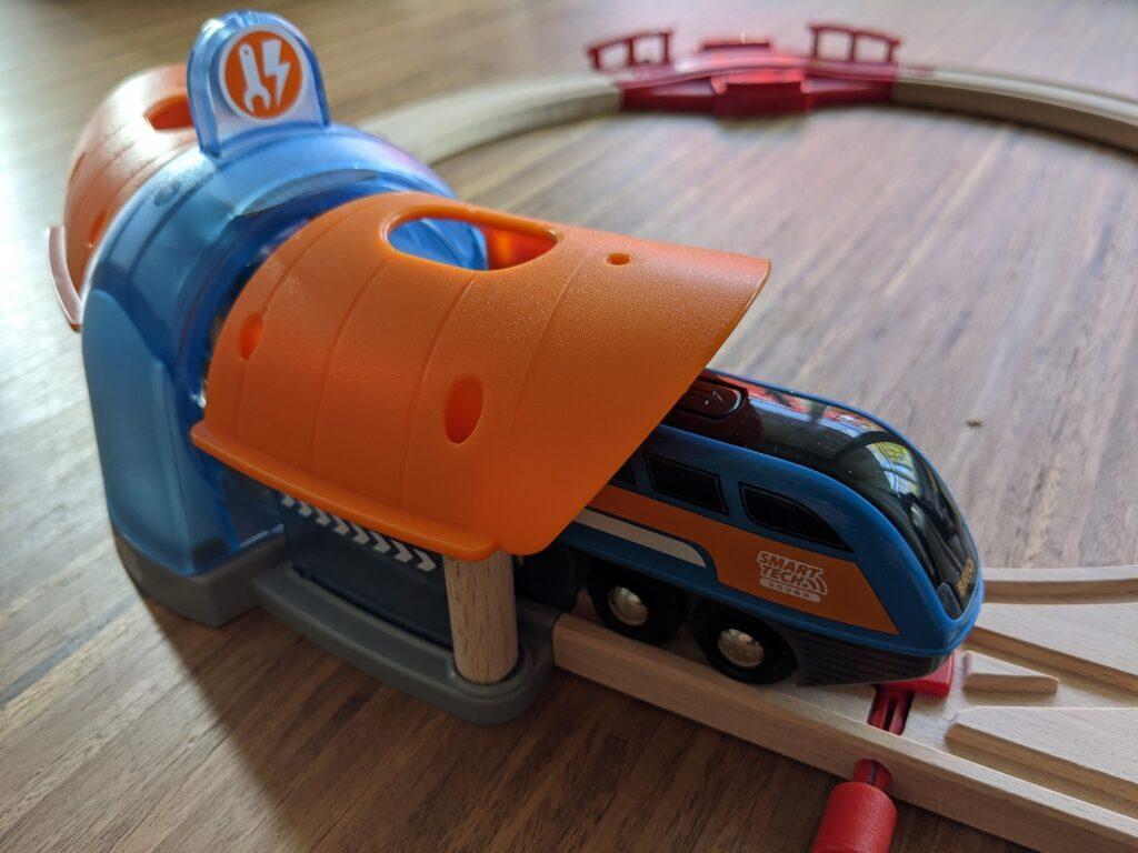 Smarte Holzeisenbahn von BRIO