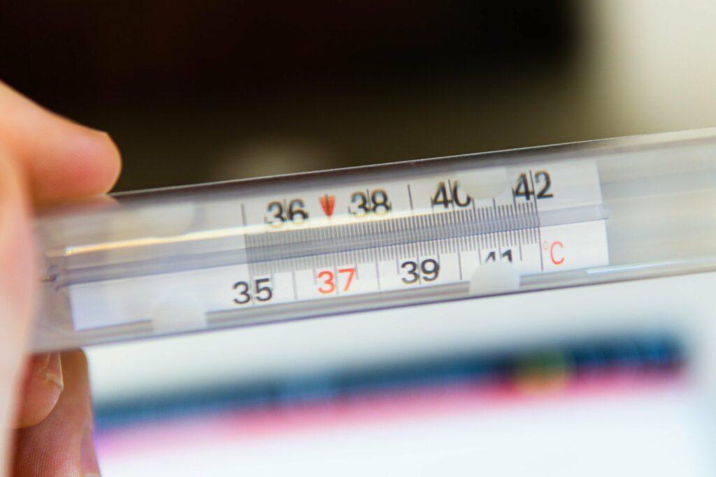 Fieber messen mit einem klassischen Thermometer