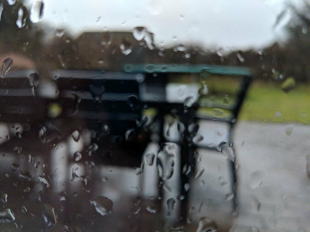 Das Ferienhaus in Dänemarkt bietet auch bei schlechtem Wetter gute Erholung - dank Kamin und Pool.