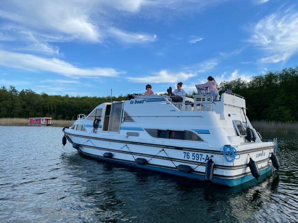 Familienurlaub im Hausboot - in Brandenburg auf Tour
