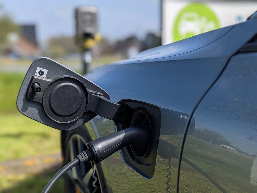 Volvo V60 recharge (2021) aufladen