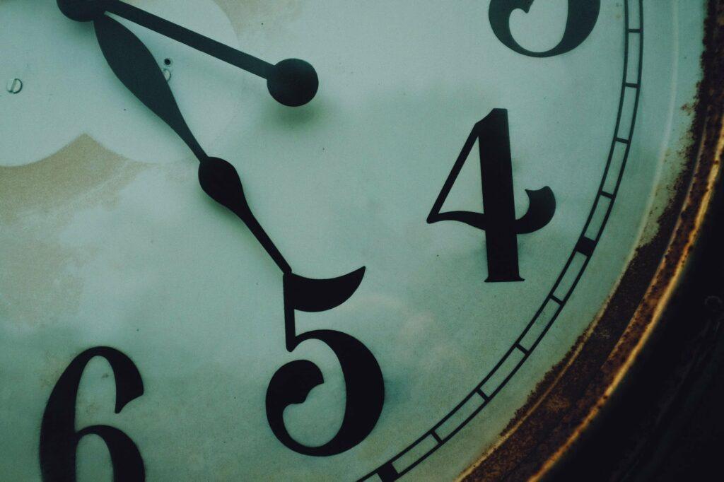 Angeblich stehen viele erfolgreiche Menschen schon um fünf Uhr auf