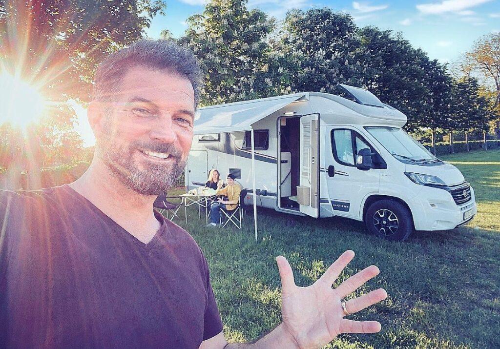 Simon Böer im Familienurlaub mit dem Camper