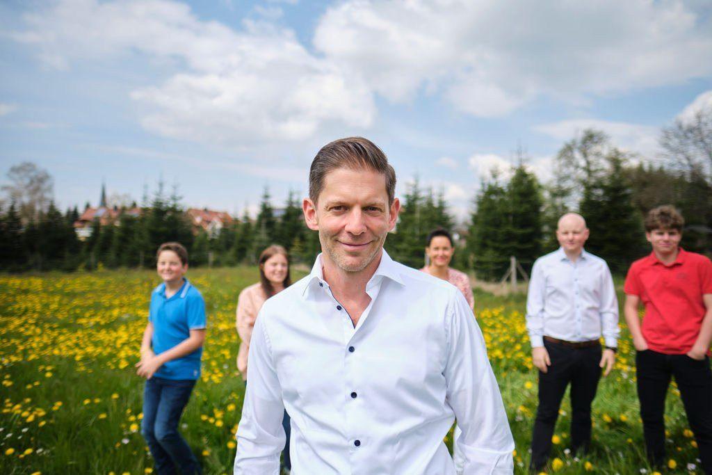 Bernd Bott, Autor von #gemeckerfrei - mit Frau und vier Kindern