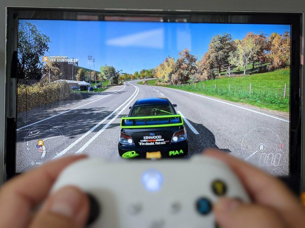 Xbox Series S mit dem Spiel Forza Horizon 4