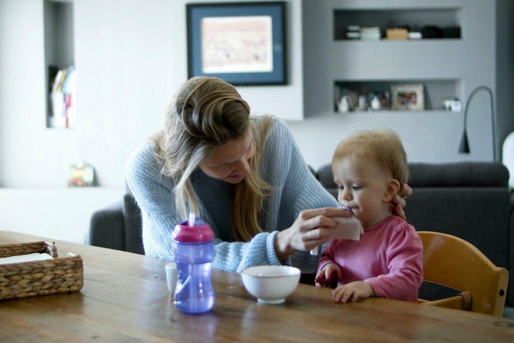Der erste Einsatz vom Babysitter kostet die Eltern meist Überwindung