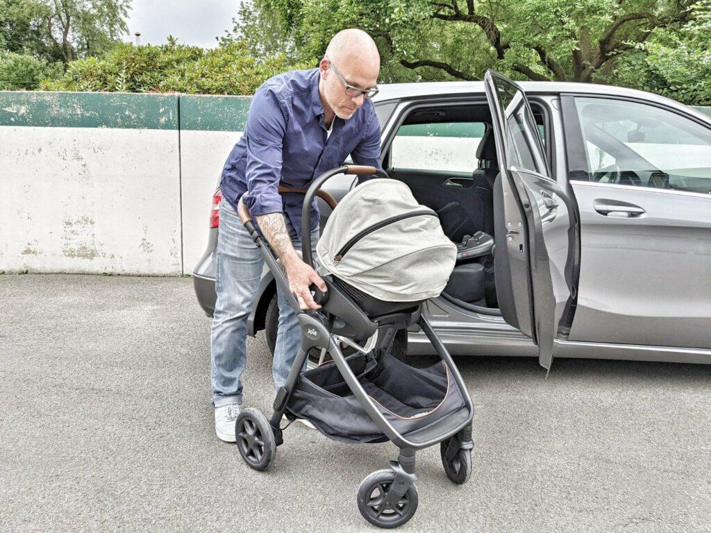 Joie Signature i-Level Babyschale auf Chassis