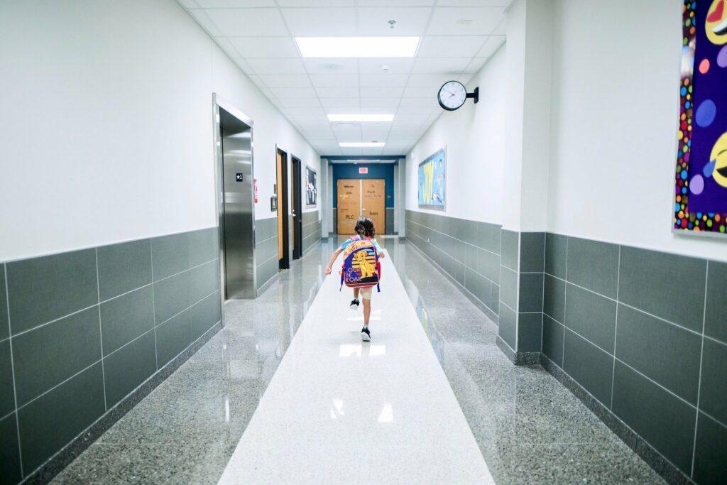 Der Schulranzen hat große Auswirkung auf die Haltung der Kinder