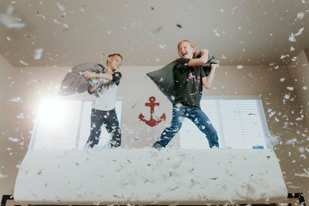 Gerade über Winter brauchen Kinder Bewegung in der Wohnung