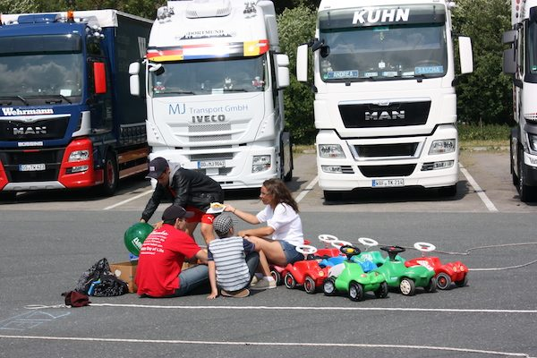 Trucker-Fest bewegt Kinderherzen