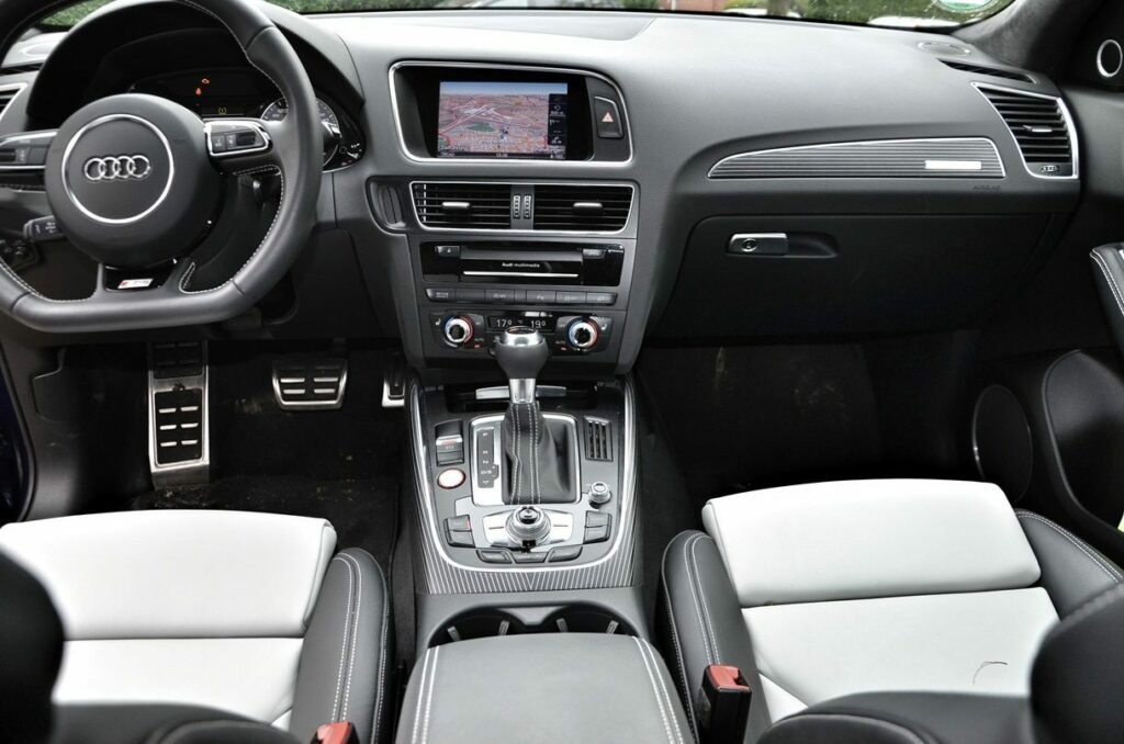 Audi SQ5 (2013) Cockpit