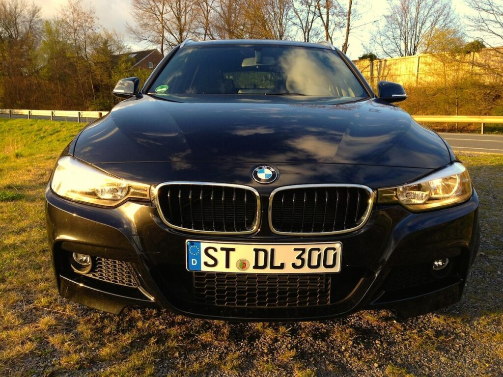 BMW 320d Touring (2014) Front