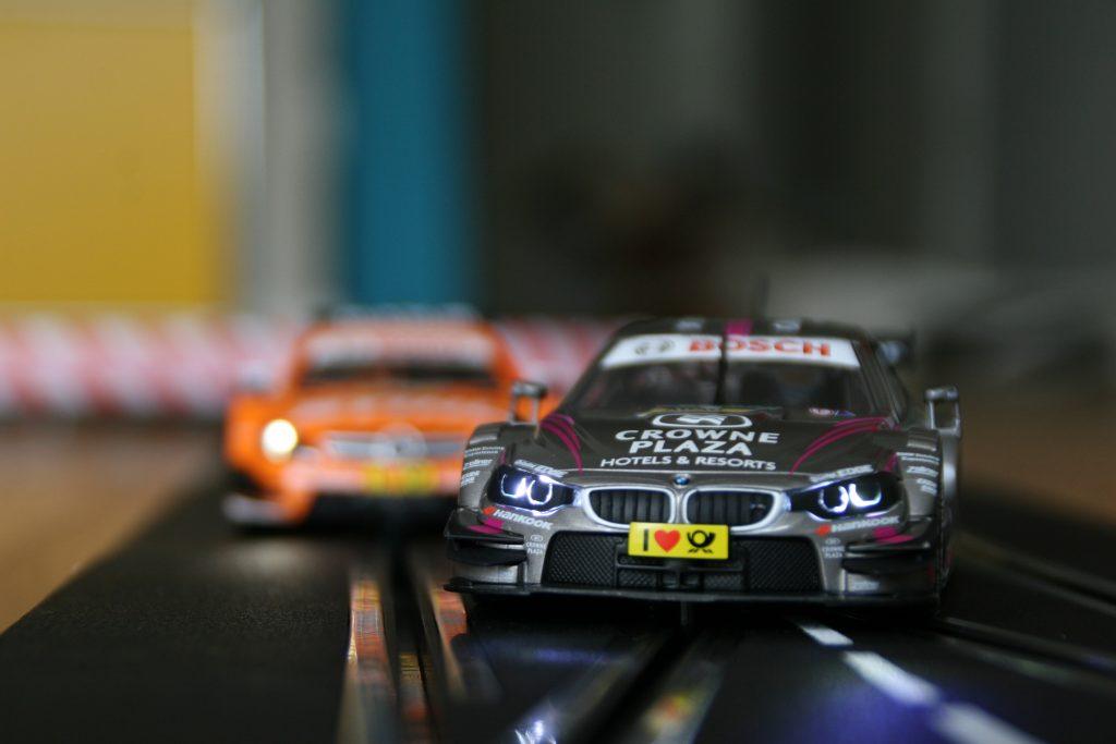 Detailgetreue Fahrzeuge bei der Rennbahn Carrera Digital 132 DTM Countdown