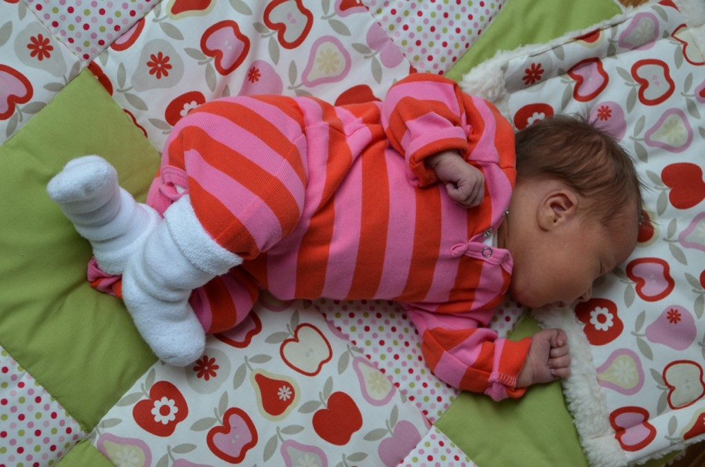 Dem Baby möchte man selbst beim Schlafen zugucken