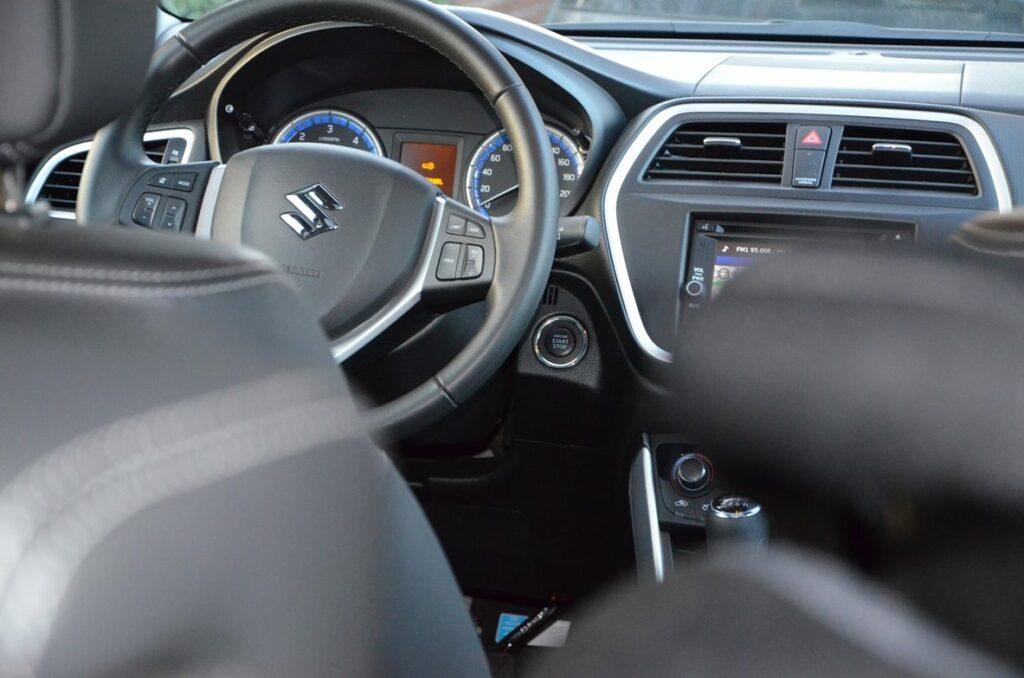 Suzuki SX4 S-Cross (2015) Cockpit