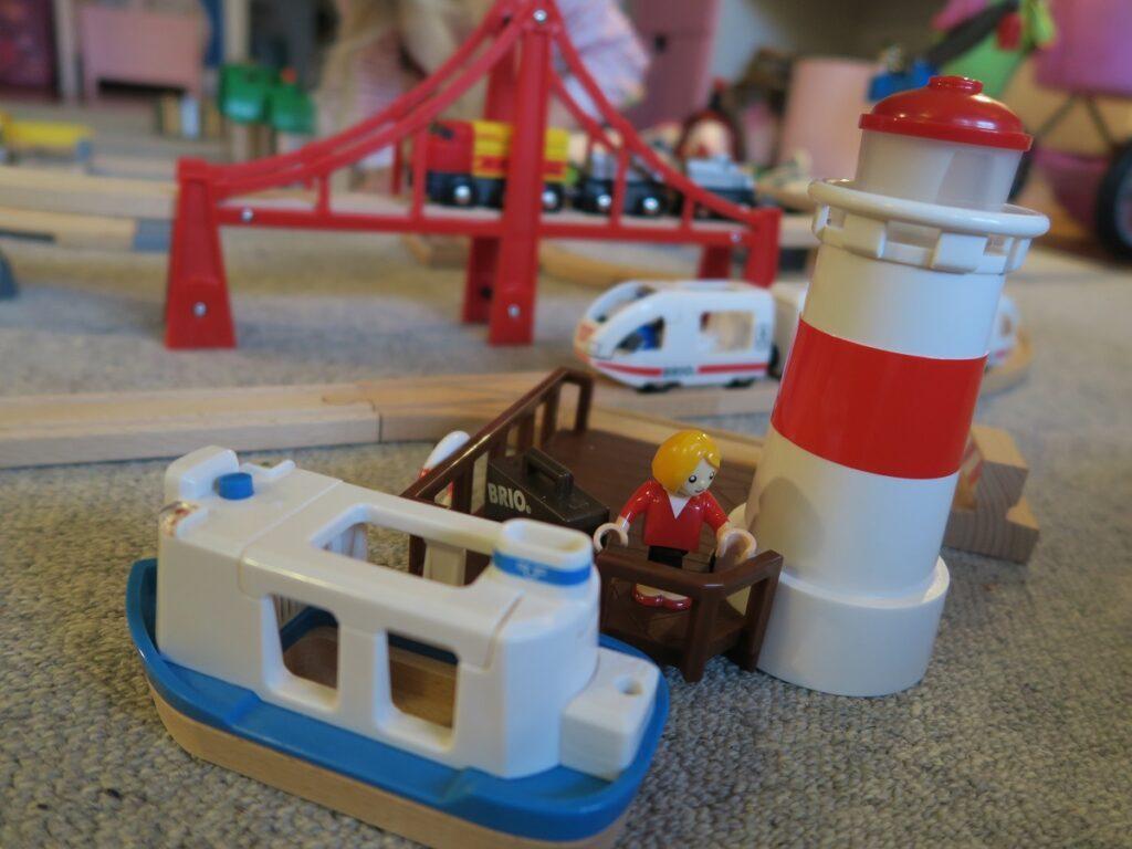 Der Bootsanleger beim BRIO Premium Set lockt zur Seefahrt