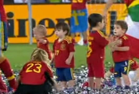 Fernando Torres Spanish players celebrate with their kids YouTube