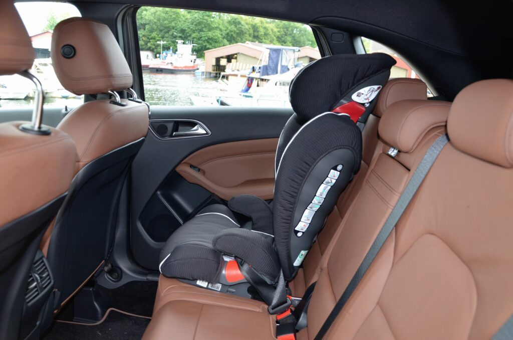 Mercedes-Benz B 250 Sports Tourer (2013) Kindersitz