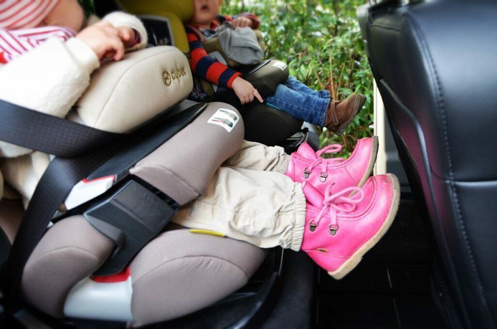 Lancia Voyager Platinum (2014) Kindersitze
