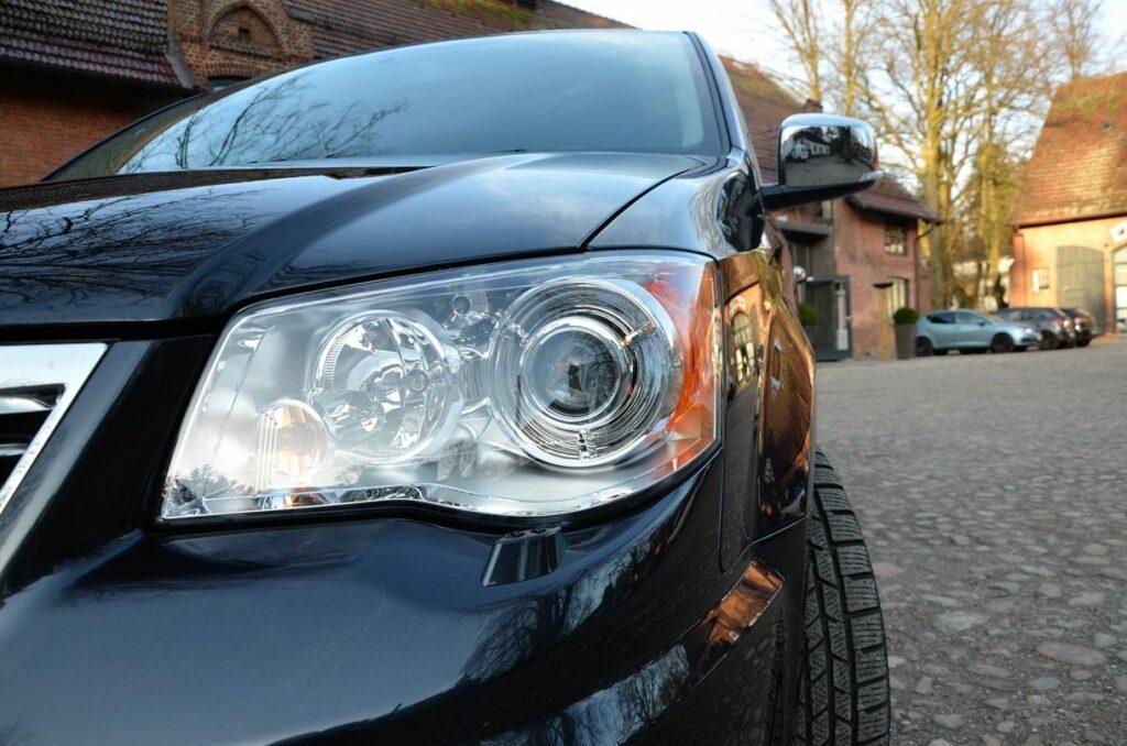 Lancia Voyager Platinum (2014) Scheinwerfer