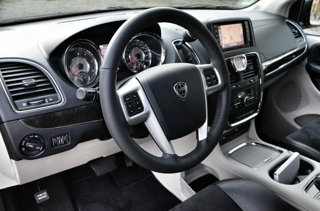 Lancia Voyager Platinum (2014) Lenkrad