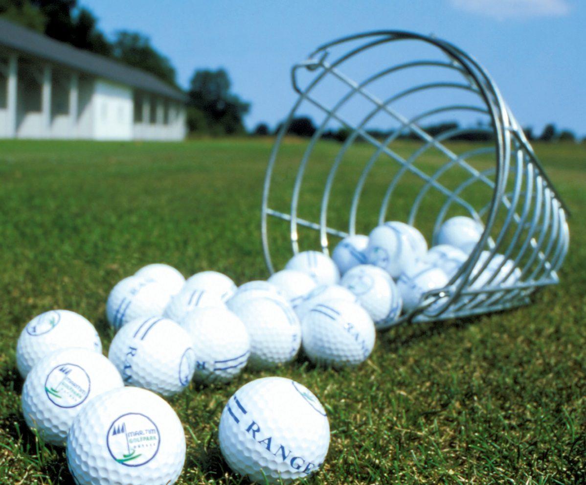 Golfbälle auf der Driving-Range