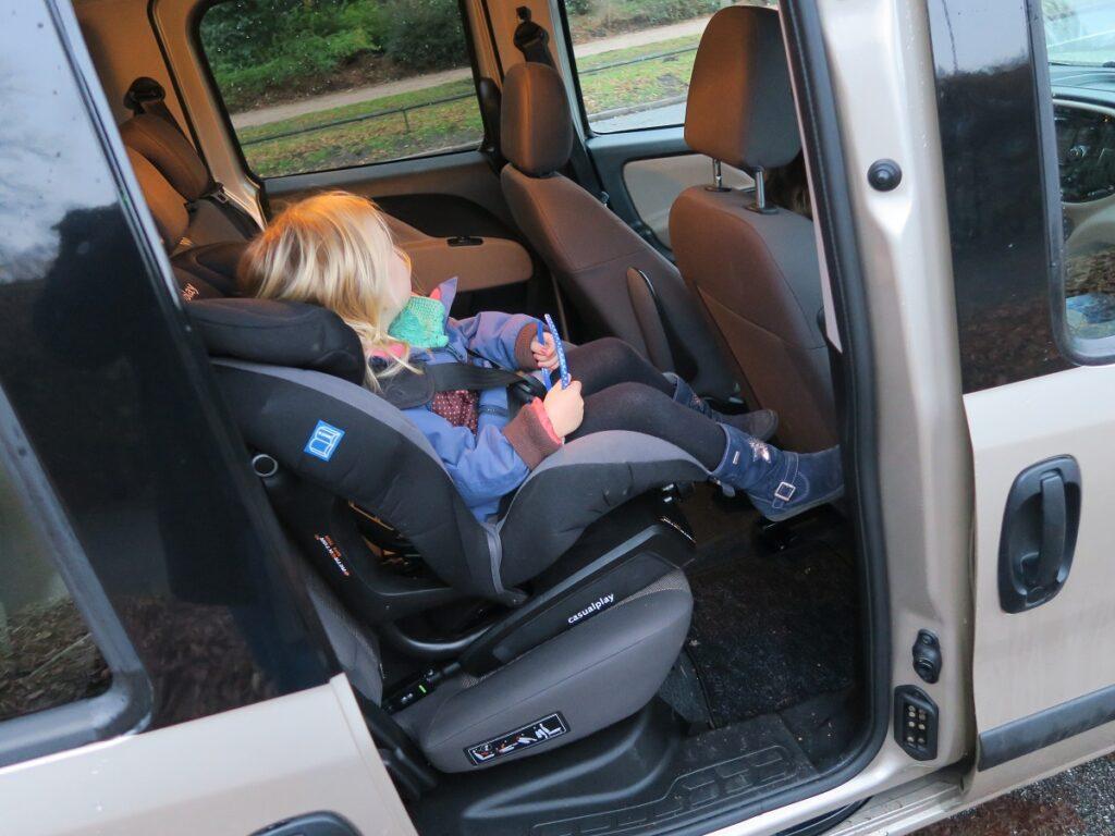 Kindersitz im Fiat Doblo (2016)