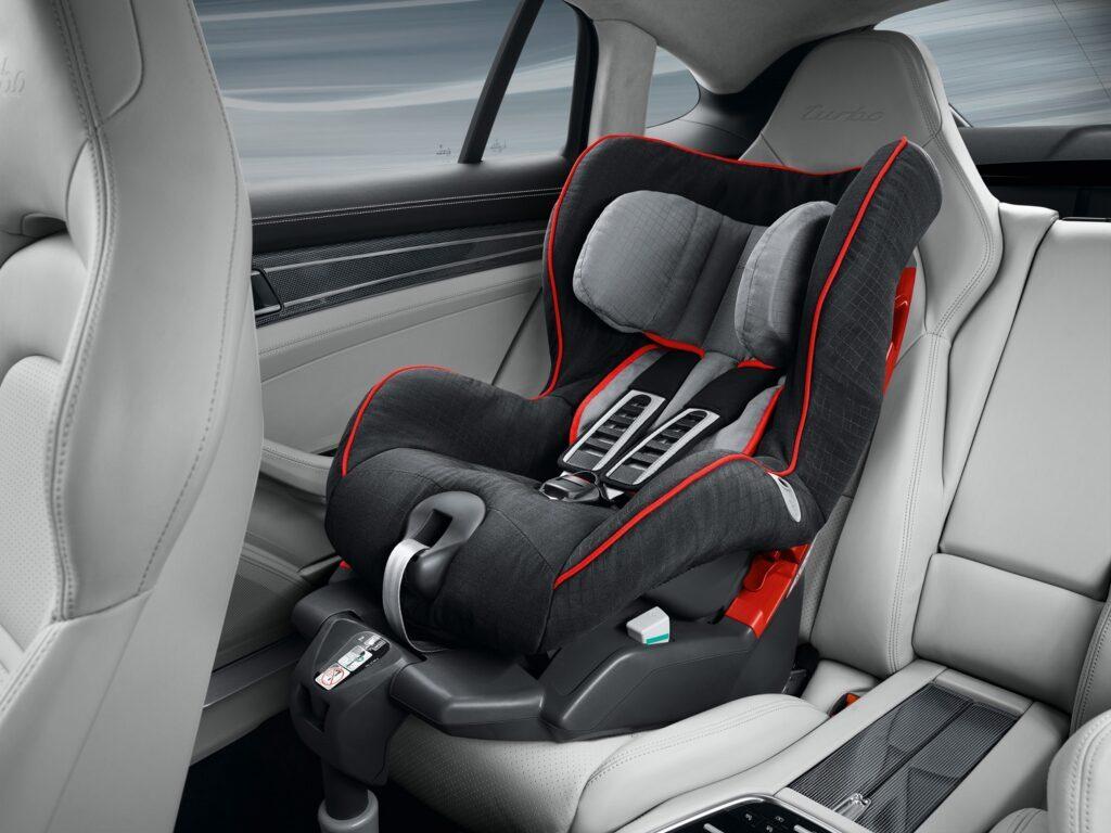 Porsche Panamera mit Kindersitz