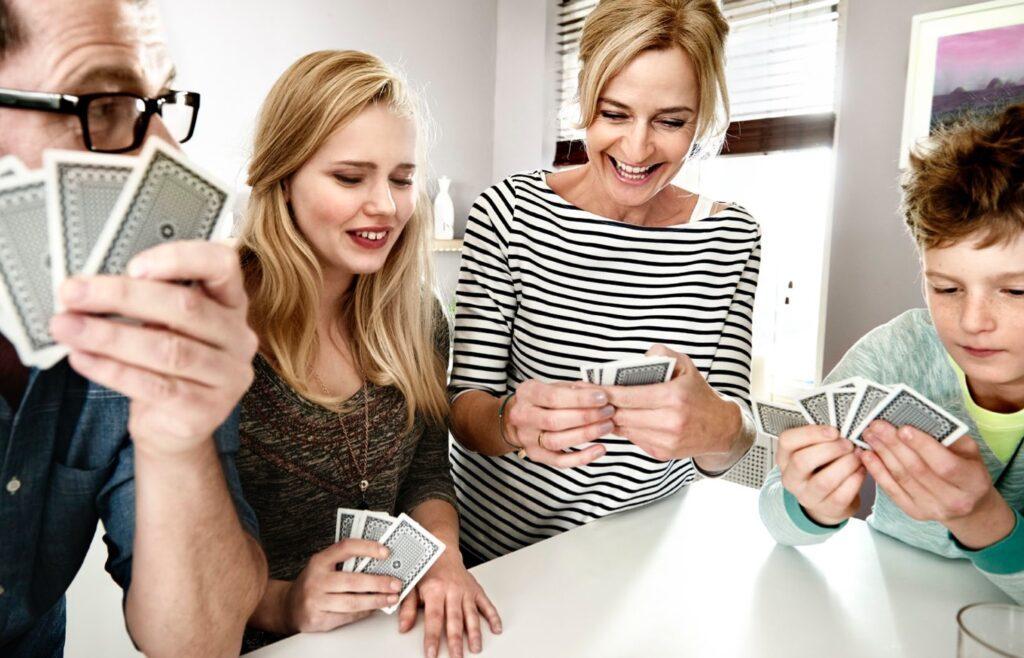 Telekom Weihnachten Familie Heins Kartenspiel