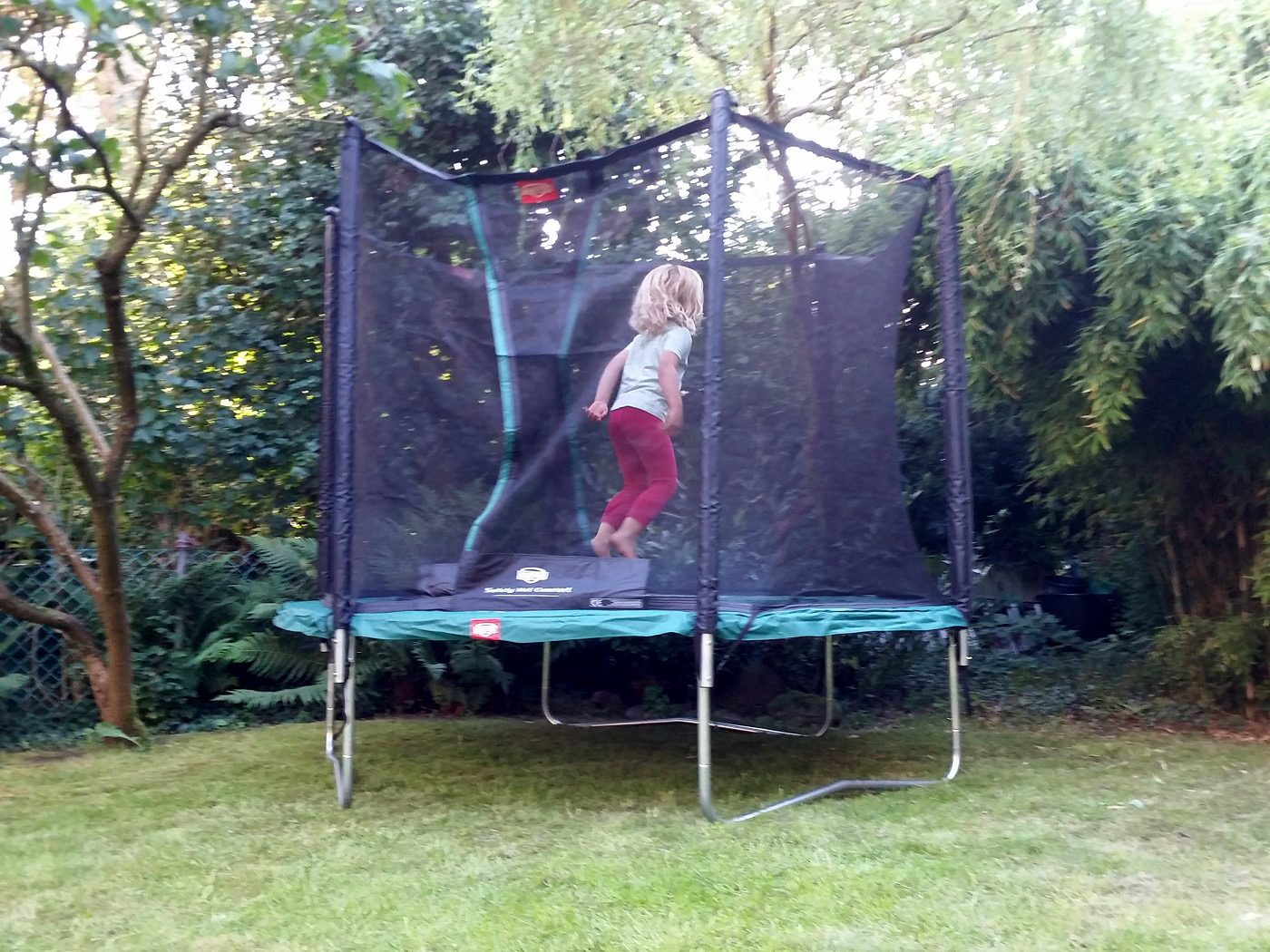 go ahead and jump mit dem trampolin von berg daddylicious. Black Bedroom Furniture Sets. Home Design Ideas
